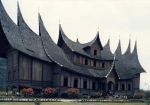Istana Basa Pagaruyung sumber : kelapalaras.blogspot.com